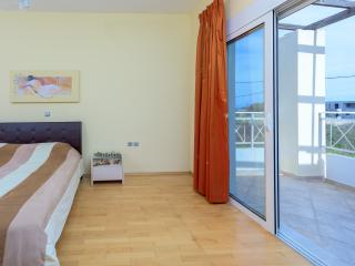 Three bedroom villa , near the west side beach, Kremasti
