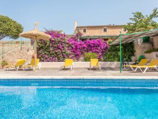 Villa con piscina, terrazas, amplia barbacoa y wifi en Felanitx.