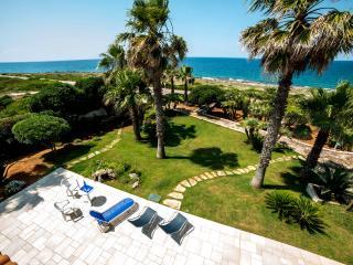 Villa con piscina fronte mare (extralusso), Felline