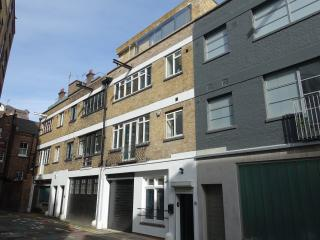 Loft-Style Living In Clerkenwell - 3 Bedroom House With 2 Bathrooms