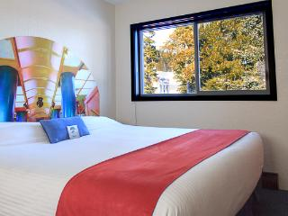The Bulldog Hotel Silver Star - Standard King Bed - Pet Friendly