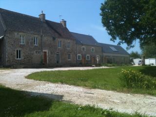 Enjoy B&B in a Beautiful Normandy Farmhouse, Négreville