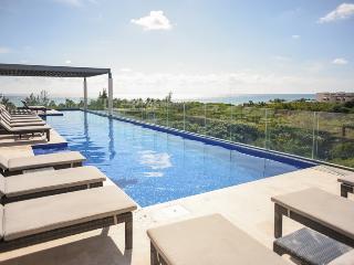 LUXURY & FUN condo for 8! Close to the beach, Playa del Carmen