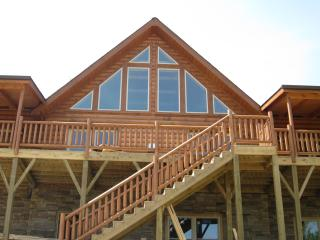 Highrock Retreat - Luxury Cabin/Dine-in Wine Room, Black Mountain
