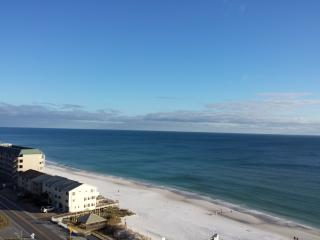 Happy Destin Beach Condo with Gorgeous Water View!