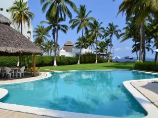 Located in Santiago - Beach Front - Pool and Relax, Manzanillo