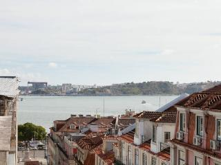 Glamorous flat with amazing views! 2 Bedroom! Park, Lisbon