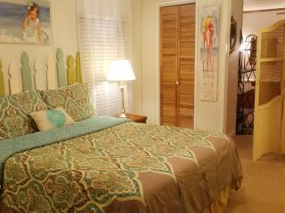 Sand Dollar Beach Home...Charming West End location with 2 Bedrooms and Patio, Panama City Beach