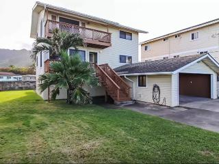Pineapple House Combo (4bd) close to beach!, Laie