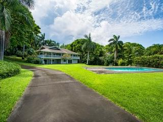 2 bedroom with Pool-Newly Renovated Holualoa Villa