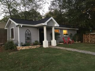 Very Quiet & PRIVATE New Tiny House! Close to UA!, Tuscaloosa