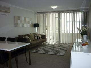 LN204-Tasteful1 bedroom with Study in St Leonards, Sydney