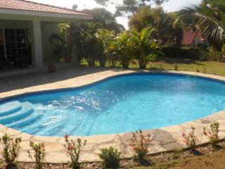 VillaTracey! Sosua 3 BR Private Pool Wifi Cable Maid, Close to Town & Beach #156