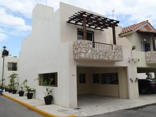 Casa Falco.  Beautiful 3 bedroom, 2 story house., Playa del Carmen