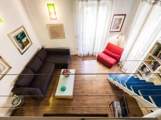 Cozy and modern studio apartment with loft area., Rom