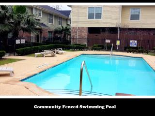 (286) Sleeps 10-12, Energy Corridor 3Bed/2.5ba -Townhome
