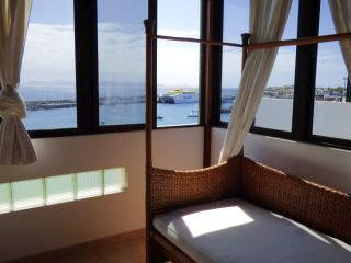 Ocean views in very central 3bedroom Playa Blanca