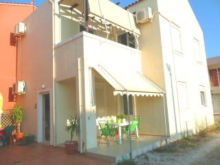 Cozy House for 5 next to Sandy Beach, Almyrida