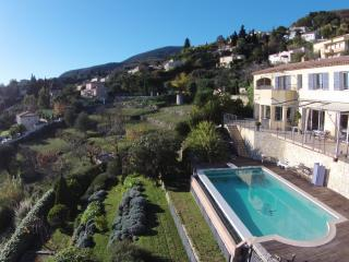 BEAUTIFUL VILLA WITH LARGE POOL & SEA VIEWS, Tourrettes-sur-Loup