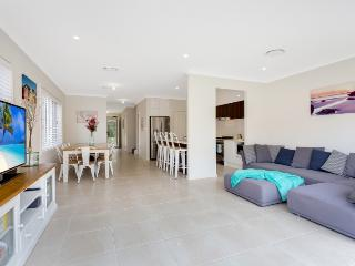 Maroubra Luxury. Walk to Beach, close to Airport and City HUGE 4 bdrm HOUSE!!