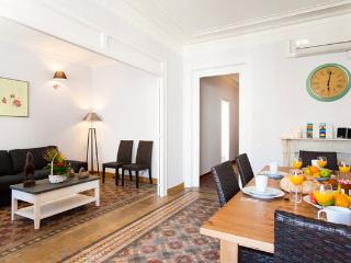 5BR/2BA City Centre Apt for 12 in Eixample - BCN