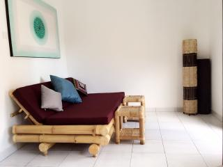 Private bamboo Apt. with kitchen, Sanur