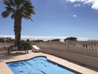 Villa, pool, 8 pax on golf course & sea, wifi, Golf del Sur