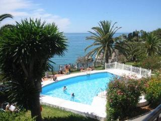 Tuhillo 3B-M Four bedroom, pool, next to beach, Nerja