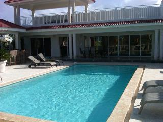 Great vacation villa in gated community only minutes from downtown