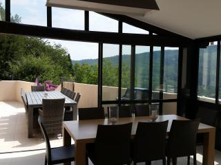 STUNNING LUXURY VILLA WITH POOL & VALLEY VIEWS, Tourrettes-sur-Loup