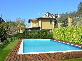 Villa Karmen, Brolo