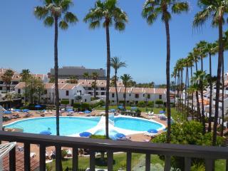 APARTMENT 2 BEDROOMS IN PARK SANTIAGO 2NEAR BEACH, Playa de las Americas