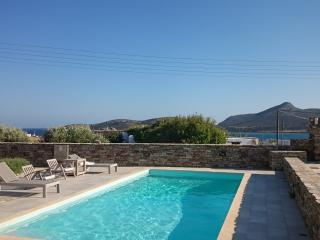 Villa with shared swimming pool, Antiparos