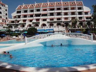 APARTMENT 2 BEDROOMS IN PARK SANTIAGO 2NEAR BEACH, Playa de las Américas