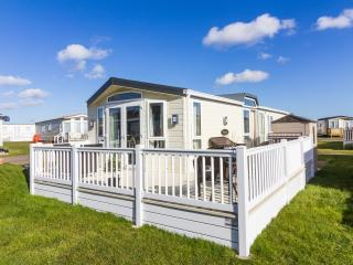 Ref 40126 North Denes Stunning home with huge decking andthats dog friendly.