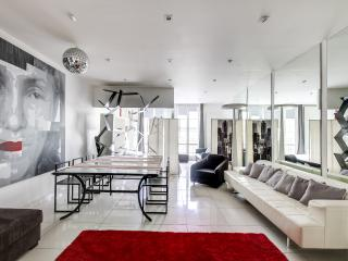 Modern art apartment opposite Les Halles, Paris