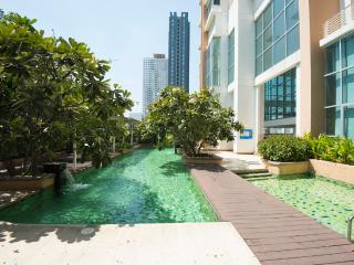 Centrally located BKK Condo+pool+WIFI close to BTS, Bangcoc