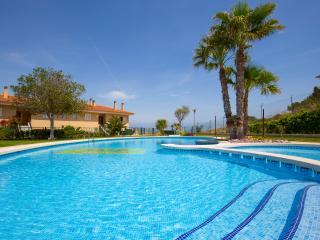 Apartamento 3 habit, amplio, piscinas, aire acondi