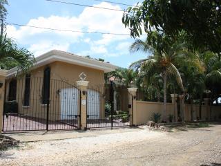 Villa La canta Rana, private Oasis!