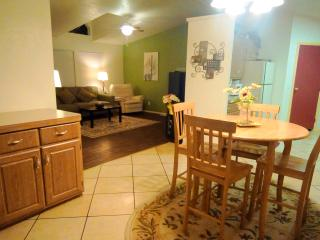 NOW AVAIL DURING GEM SHOW!!!    Views-Fireplace/Gas BBQ/Pool Table/Jetted Tub, Tucson