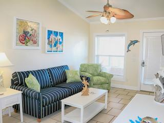 Dolphin Cottage - just steps from the sand!, Mexico Beach