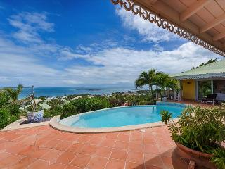 Superb newly renovated villa with breathtaking views of ocean, Orient Bay