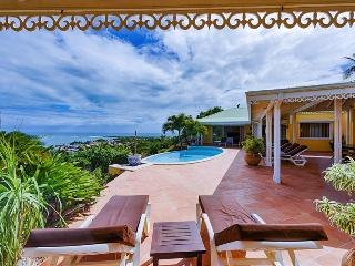 Superb newly renovated villa with breathtaking views of ocean