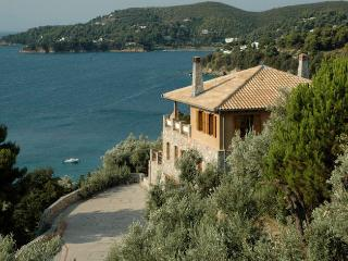 Lovely Paradise near the beach, Ciudad de Skiathos