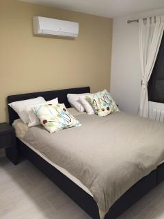 Master bedroom with airconditioning/ heating.