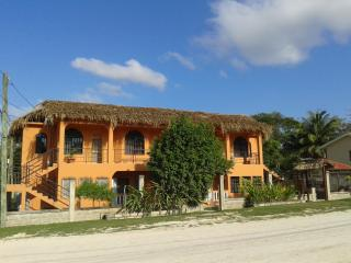 HomeHill Apartments/Vacation Rentals, San Ignacio