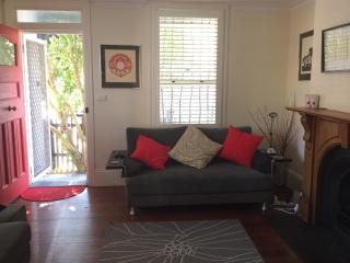 Charming workers cottage in leafy inner city Glebe, Sidney