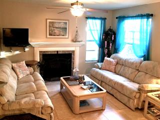 Tastefully decorated Townhouse Condo - IMG Academy