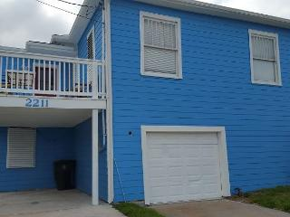 Pleasure Pier, Beachview, Separate Quarters, 4 BR, 2 BA, Wi-Fi, Sleeps 12, Galveston