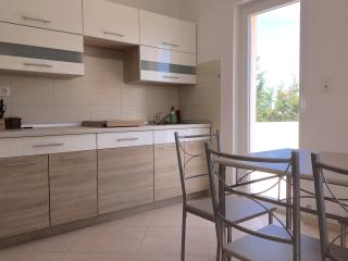 Apartm. in Stinjan up to 4 people 77/c, Pula